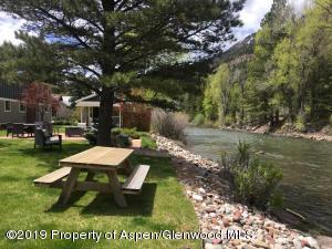 Park-like backyard common area alongside the Crystal River