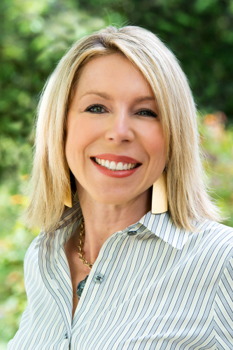 Amy Luetke agent image