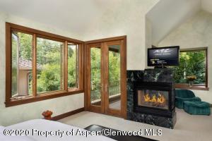 Open windows and hear sounds of Snowmass Creek