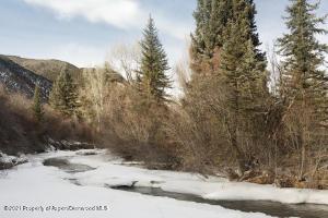 Insland in Snowmass Creek
