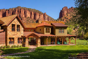 Beautiful setting to Porcupine Ranch