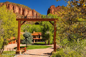 Inviting entrance to Porcupine Ranch