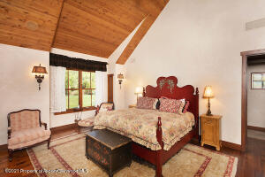Elegant master room with vaulted ceilings