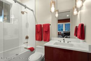 Full bath off Bedroom 5