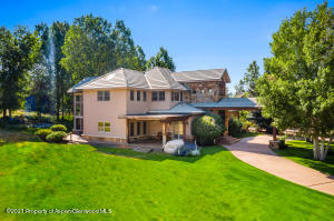 Expansive lanws surround the Home