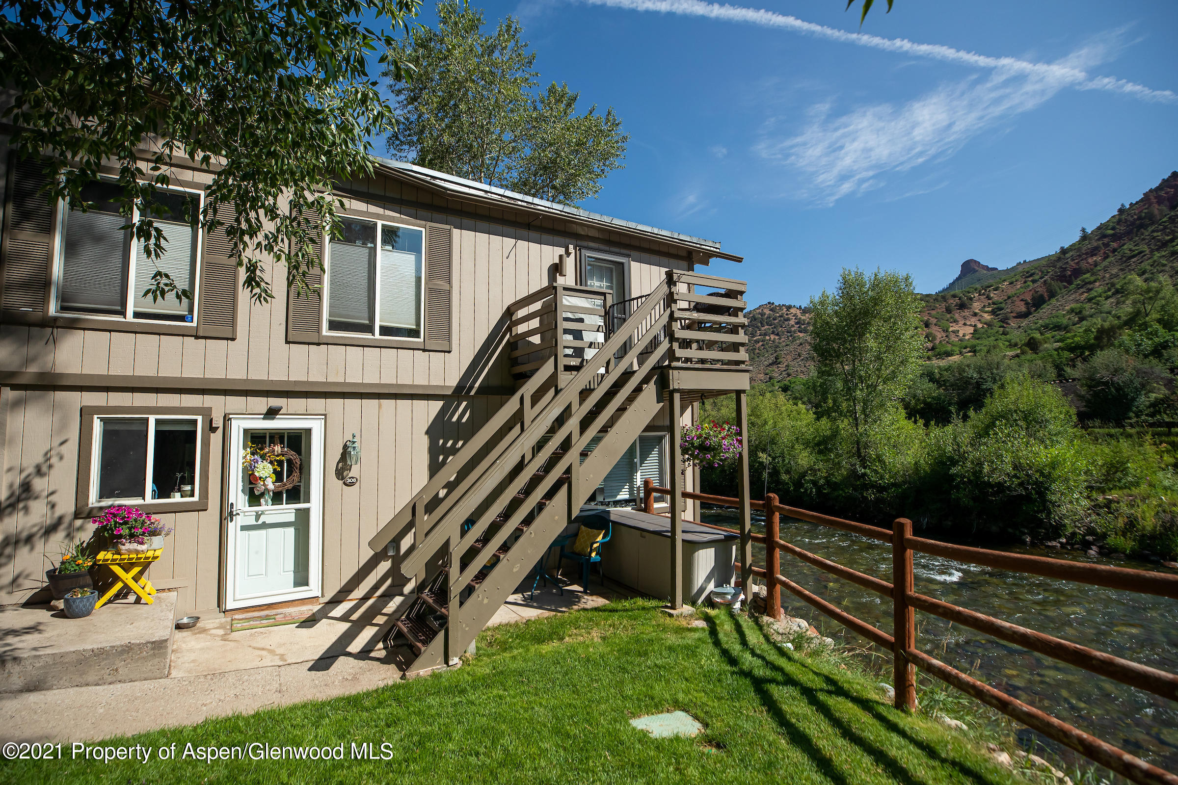 Steps away from the Roaring Fork River, a fly fisherman's dream, this newly remodeled corner one bedroom, one bathroom residence gets ample natural light, has low HOA dues, a large rain shower, and is conveniently located in close proximity to Aspen and Snowmass as well as Basalt.