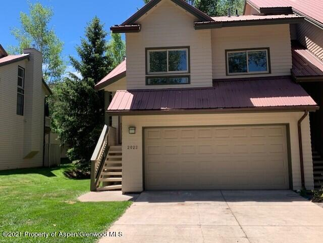 Sunny end unit 3 bedroom/2 bath Arbor Park Townhome with an open floor plan, vaulted ceilings, new carpet, luxury vinyl tile flooring and new paint.  The property is in a great location overlooking the green space from the back deck.  Arbor Park is a just a quick walk to downtown Basalt, the schools, park, restaurants, etc.  This is easy living in Basalt!