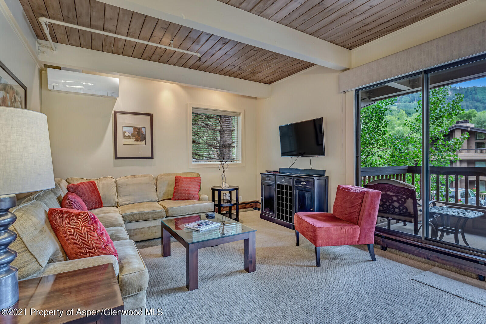 Premier one bedroom one bath, second floor condominium, with easy access to elevator and stairs. This, spacious corner unit offers high quality finishes, plus in unit washer and dryer. Living room has sofa bed extra guests. Relax on one of two decks while enjoying views of Aspen Mountain. Owner and guests receive access to world-class amenities including a front desk, concierge, bell staff, conference center, shuttle service, gym, breakfast, and lunch cafe, two pools, three hot tubs, hard and clay tennis courts, and complete onsite property and rental management. Great rental history.