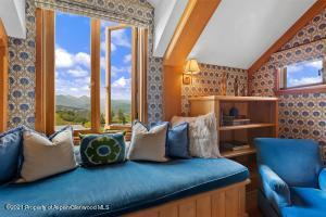 All bedrooms have their own bath and amazing views across the pond to the mountains.