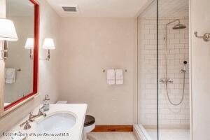 Guest Room 4 Bath