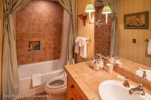Guest Room 6 Bath