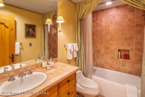 Guest Room 7 Bath