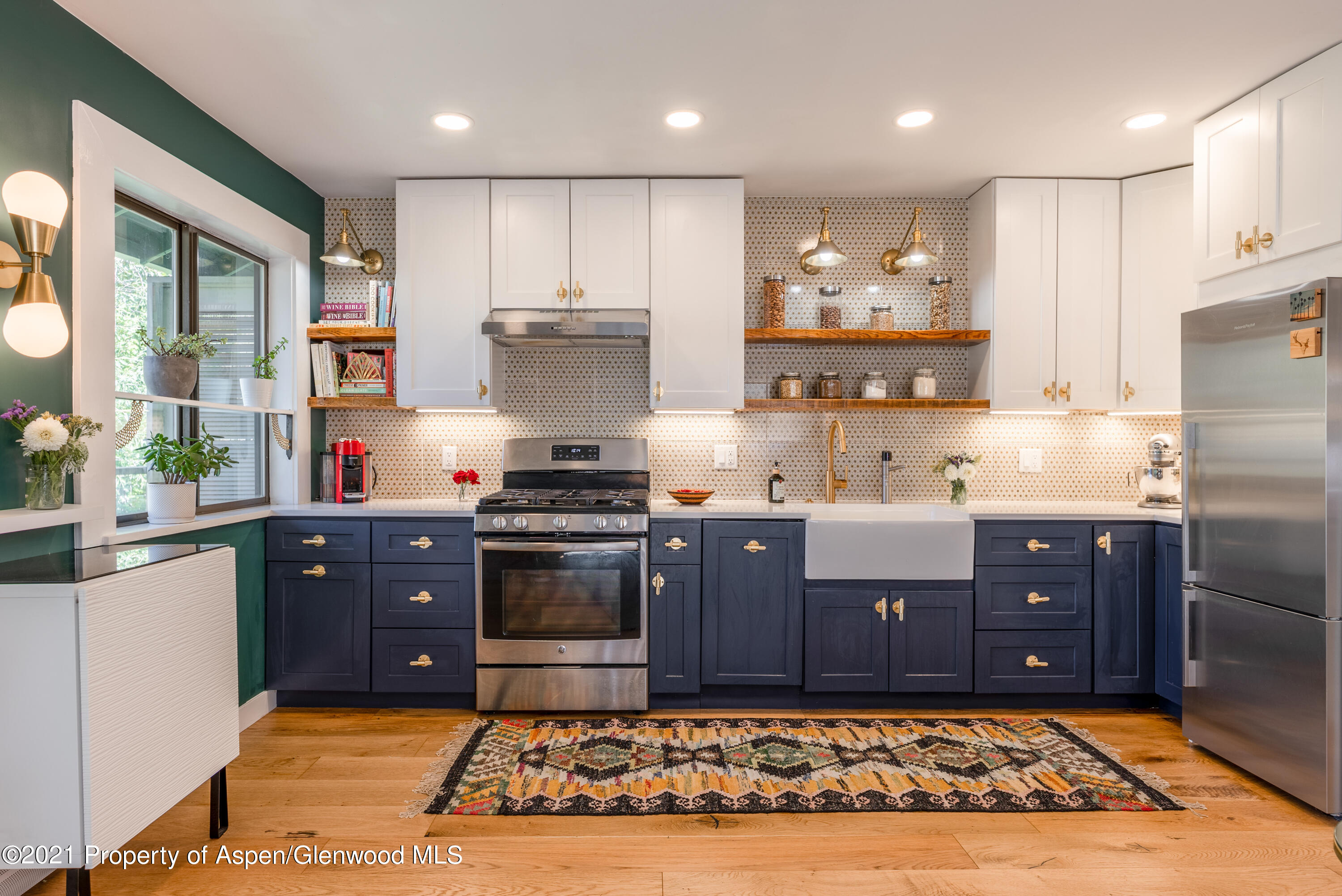 A tasteful pied-a-terre on the Roaring Fork River. Remodeled in 2018, this end corner unit has been thoughtfully planned out.  One bedroom, one bathroom, white oak floors, Italian tiles, custom California Closets, Fisher & Paykel refrigerator, gas range, built-in washer/dryer, deep soak tub and a private balcony steps away from Gold Medal fly fishing. Pet allowed for owners, low HOA dues and one assigned car parking space.