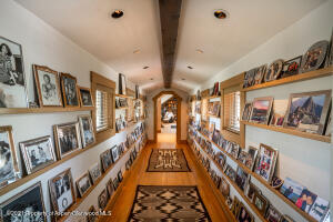 PICTURE GALLERY TO OFFICE