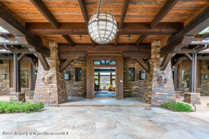 PORT-COCHERE TO ENTRY