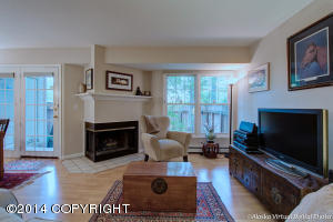 Serene setting, laminate flooring & neutral colors throughout.