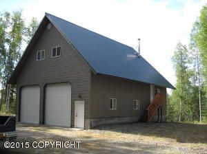 Looking for a nice Garage! This is it!