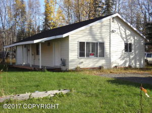 Super clean Ranch nestled just 2 blks from Soldotna City Limits