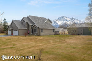 2650 S Sky Ranch Loop, Palmer, AK 99645
