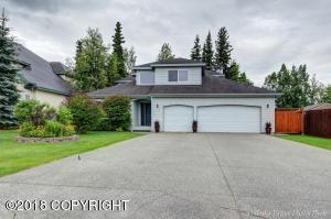 Very spacious driveway extends to generous sized 3 car garage.