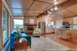 New hardwood floor runs throughout!