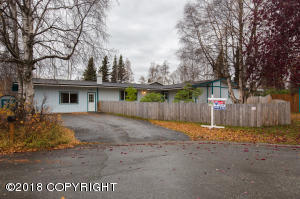 Located on a South Anchorage cul-de-sac near Dimond H.S.