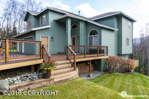 Bluff view lot with new Trex front deck to enjoy Northern Lights viewing