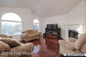 8571 Ridgeway Avenue, Anchorage, AK 99504