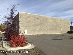 1305 W 32nd Avenue, Anchorage, AK 99503