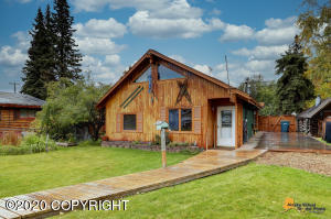 7625 Dover Avenue, Anchorage, AK 99504
