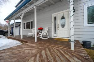 Sit on the front porch and sip some Iced Tea. Across from family/furry friendly park.