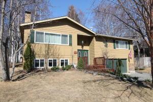 6831 Sherwood Avenue, Anchorage, AK 99504
