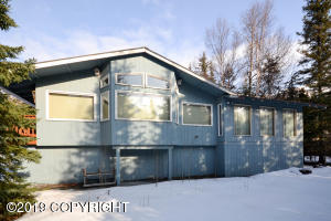 4 Bedrooms, 2 Bath, Eat in Kitchen and Formal Dining Room, 2 Family Rooms, Views of Mountains.