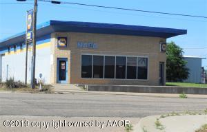 Great Location on Route 66. Right off of Hwy 83.