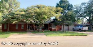 1005 S Lawn St, Hale Center, TX 79041