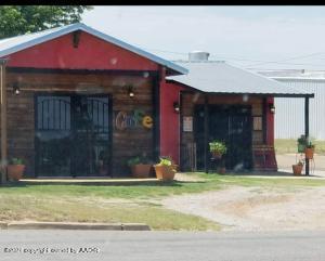 117 E Railroad Ave, Shamrock, TX 79079
