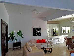 Residential-Casa En Alquileren Oranjestad, Oranjestad, Aruba, AW RAH: 18-39