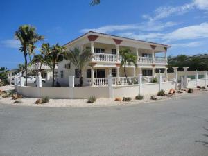 Residential-Casa En Alquileren Noord, Noord, Aruba, AW RAH: 18-50