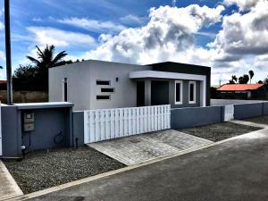 Residential-Casa En Ventaen Oranjestad, Oranjestad, Aruba, AW RAH: 21-33