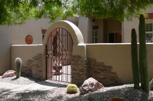 9319 E HIDDEN GREEN Drive, Scottsdale, AZ 85262