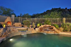 Backyard Pool Spa Kiva and Hillside View