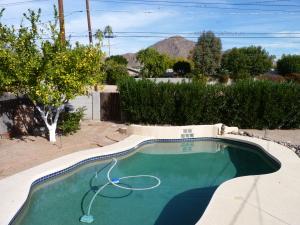 4722 E MONTECITO Avenue, Phoenix, AZ 85018