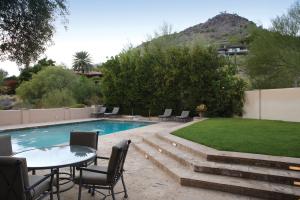 6800 N Hillside Drive, Paradise Valley, AZ 85253