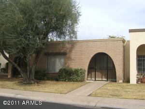Your new home is conveniently located in a great Scottsdale location. It's close to schools, shopping, and transportation corridors.