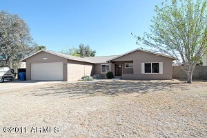 Located in the Magic 85254 Zip Code this block home has been beautifully updated with Travertine flooring throughout the main living areas.
