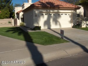 QUIET CUL-DE-SAC HOME IN LOVELY COMMUNITY FEATURING TENNIS COURTS/POOL.