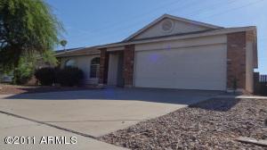 876 S WANDA Drive, Gilbert, AZ 85296