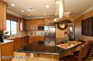 Gormet kitchen w/stainless steel appliances