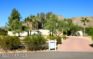 This isn't just a Paradise Valley address; this home and property is at the heart of what put Paradise Valley on the map. Naturally gracious with amazing views of Camelback & Mummy and a beautiful approach at the end of a signature Paradise Valley cul-de-sac.