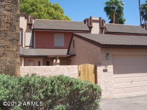 2 BEDROOM 2.5 BATH TOWNHOUSE IN THE LANDINGS SUBDIVISION OF DOBSON RANCH